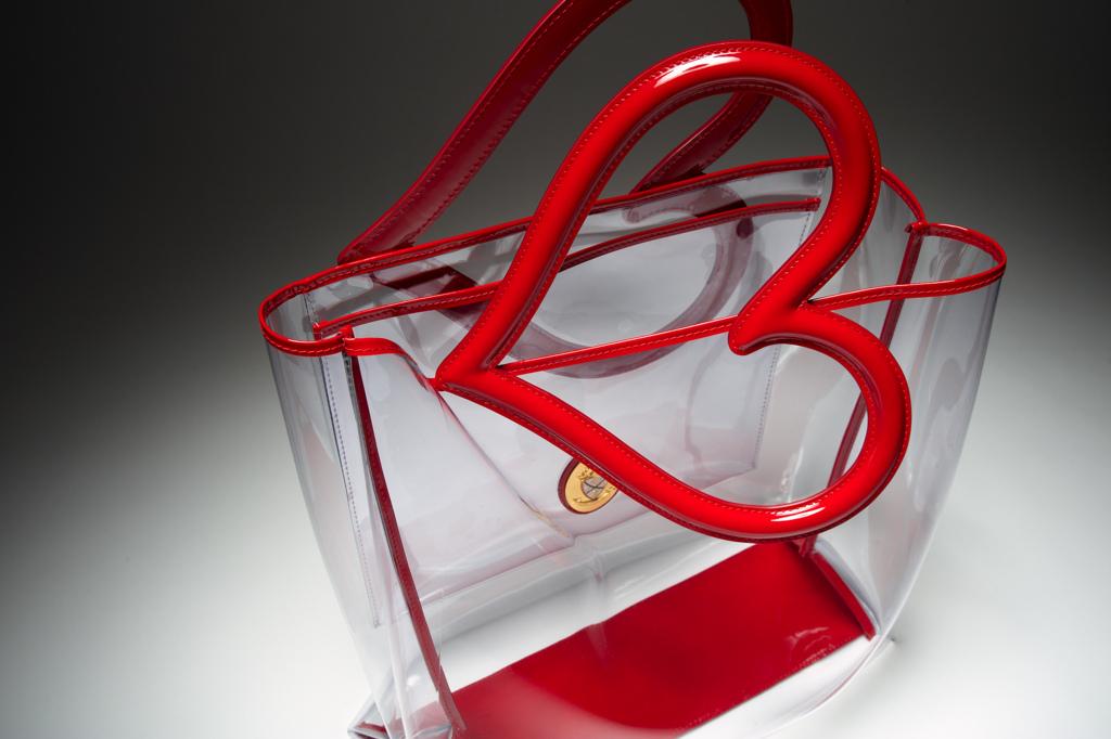 Un sac à main Designer est Flirting Deterrent