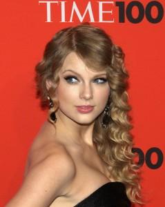 Taylor Swift Flirts With Brenton Thwaites
