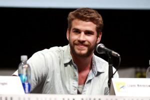 Liam Hemsworth Flirts In New Tork